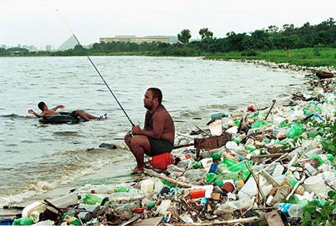 fotodia-pescador-lixo-250613