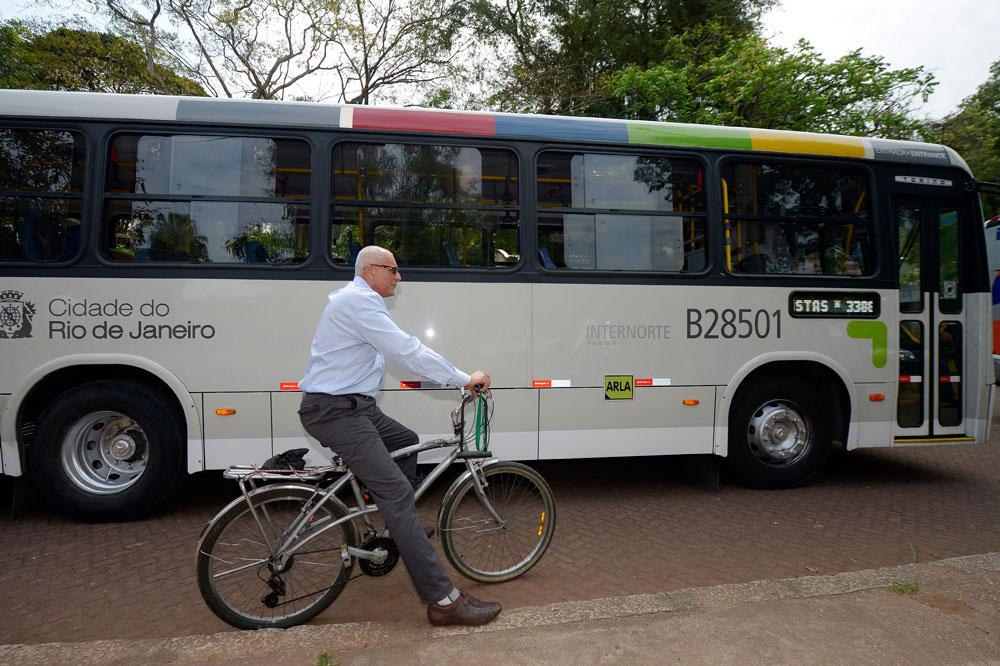 Motorista Jorge Costa, de 51 anos, topa o desafio de largar o volante e ser ciclista por um dia. Foto: Divulgação BiciRio