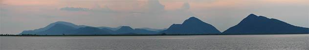 Serra do Amolar (MS) pontua o Pantanal. (Foto: Aldem Bourscheit)