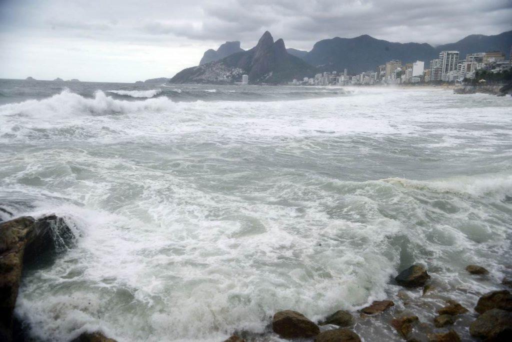 67cb3fa9b69 Ressaca no mar. Foto  Tânia Rêgo Agência Brasil.
