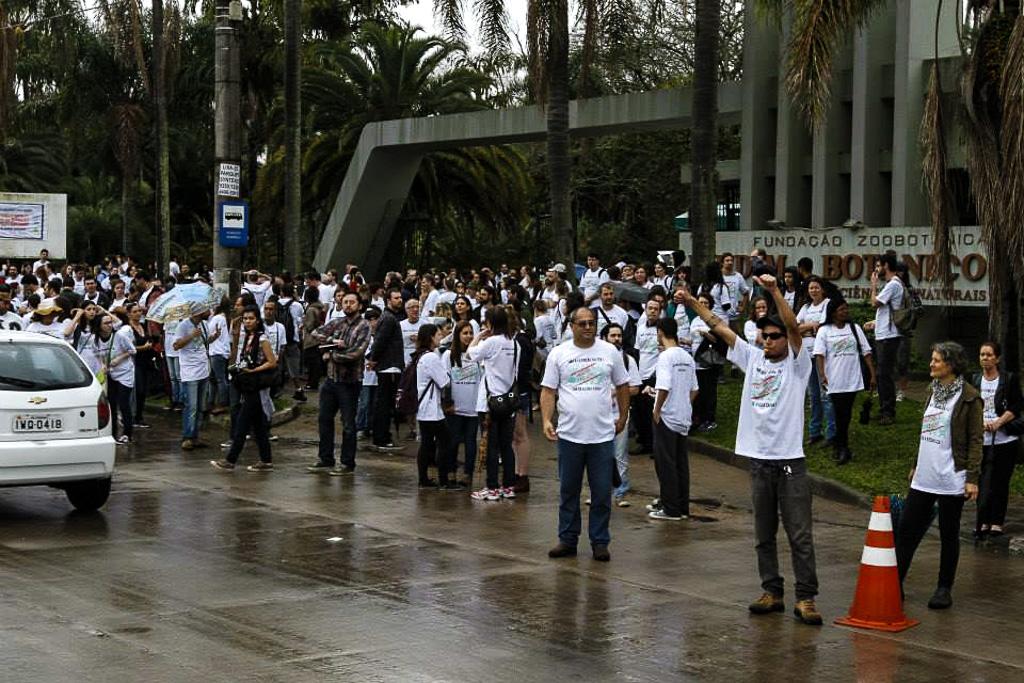 13082015-protesto-zoobotanica