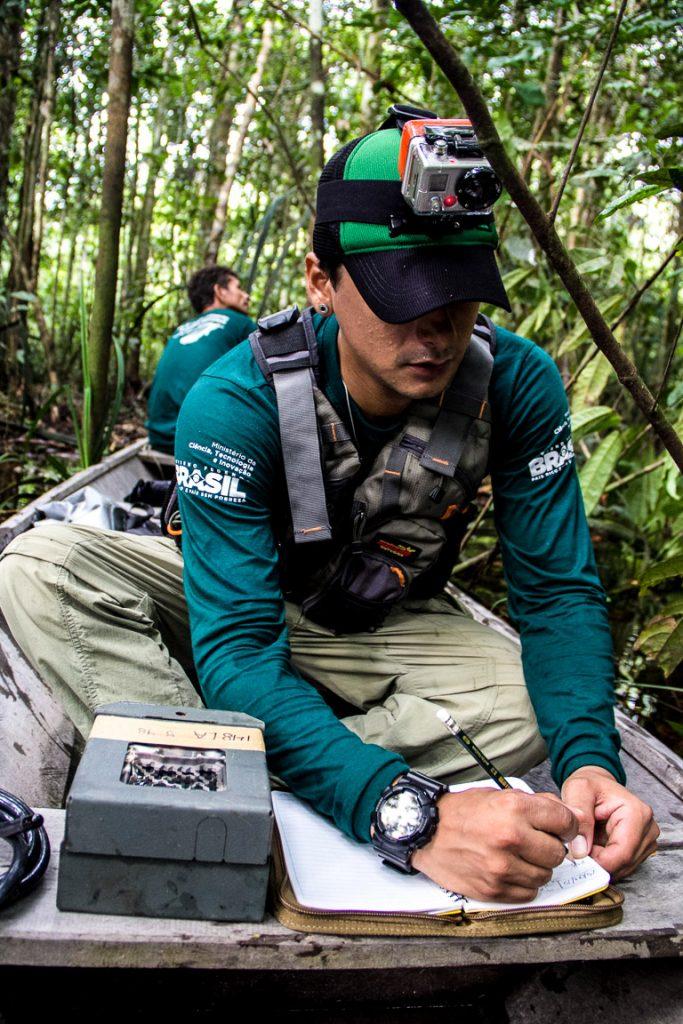 Pesquisador André Coelho em atividade de campo. Foto: Amanda Lelis.
