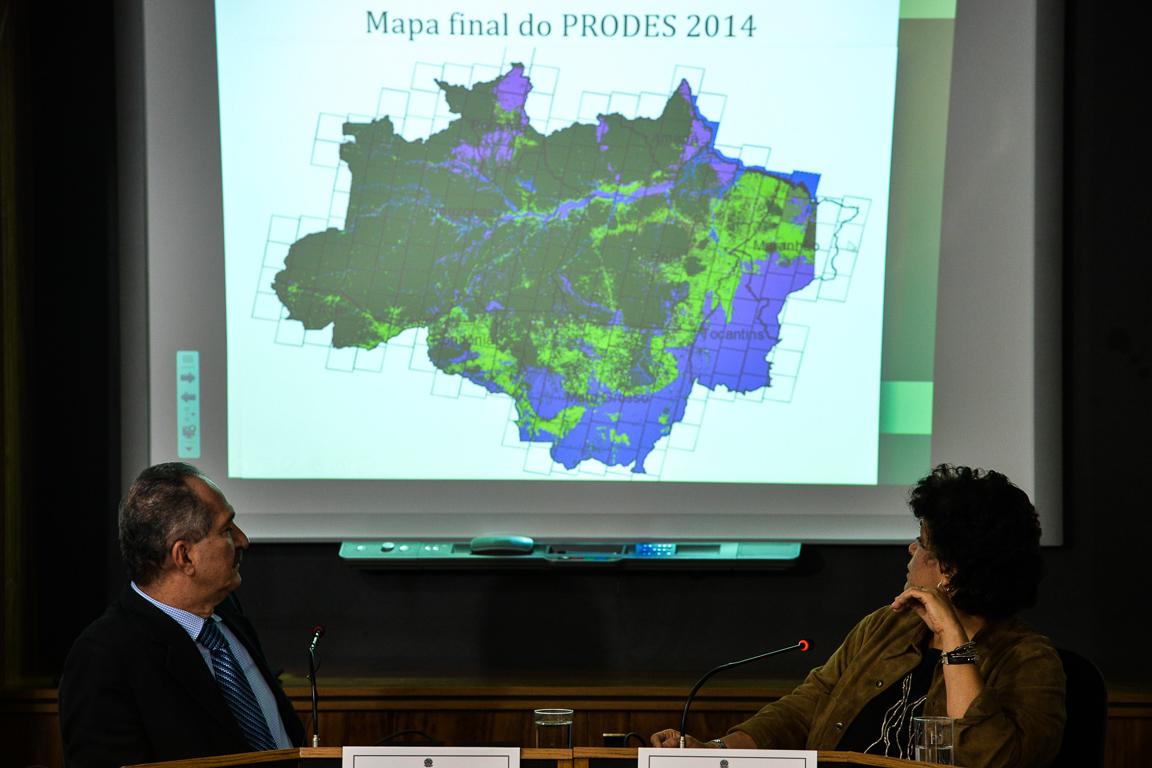 Ministros Aldo Rebelo (MCTI) e Izabella Teixeira (MMA) anunciam o resultado final do Prodes de 2014. Foto: Fabio Rodrigues Pozzebom/Agência Brasil