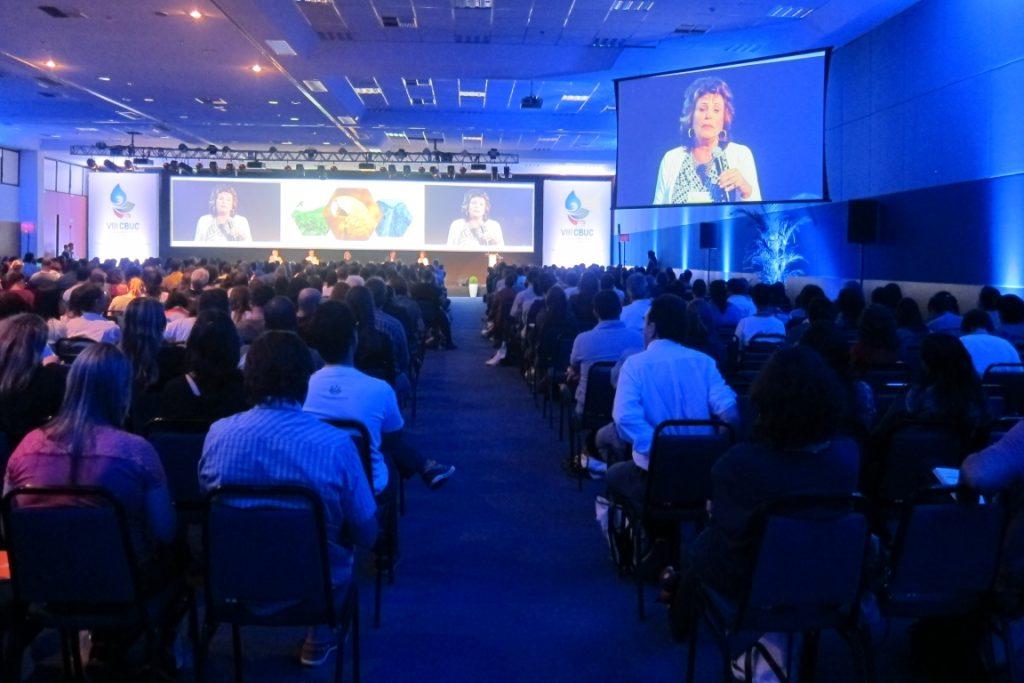 Maria Tereza Pádua abre o primeiro dia de palestras. Foto: Daniele Bragança.