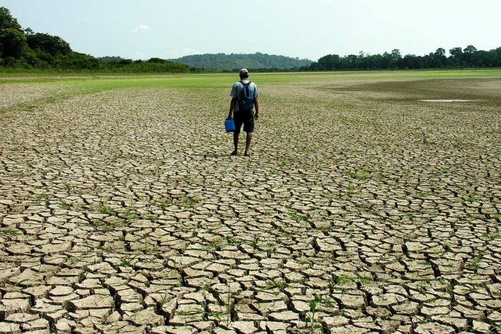 Seca em Silves (AM) em 2005. Foto: Ana Cintia Gazzelli/WWF
