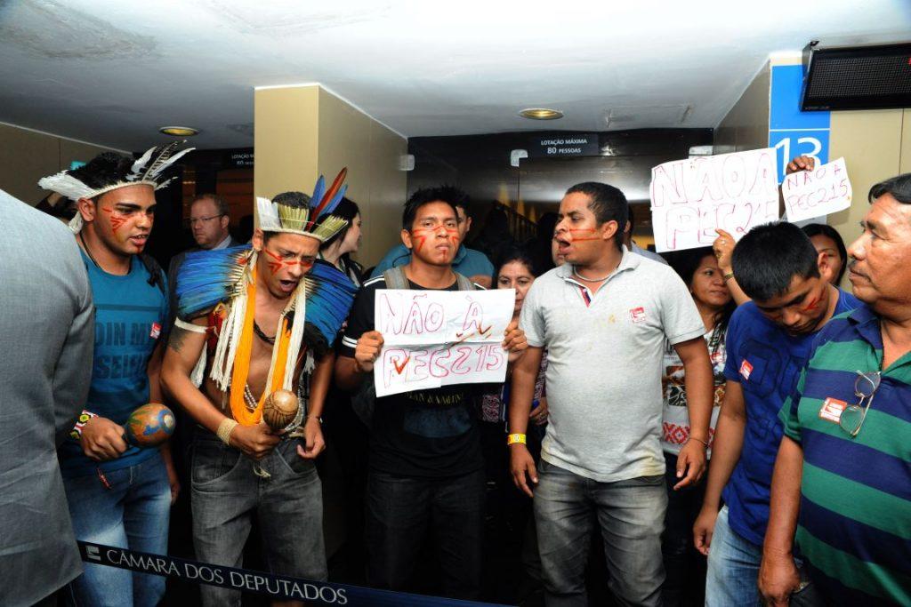 Indígenas foram barrados e não puderam assistir a votação do relatório. Foto: Luis Macedo/Câmara dos Deputados.