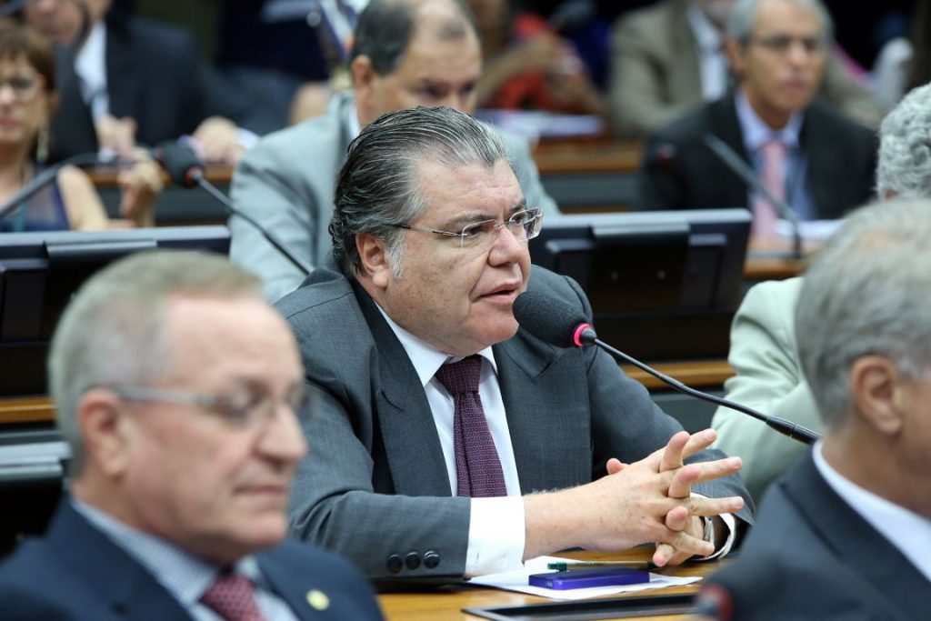 Sarney Filho apresentou proposta para sustar portaria que liberou pesca em época de reprodução dos peixes. Foto: Gilmar Felix/Câmara dos Deputados.