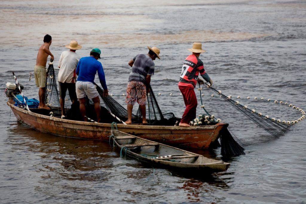 Com a desculpa de recadastrar os pescadores artesanais, governo permite a pesca em época de defeso. Foto: Ascom/MPA.