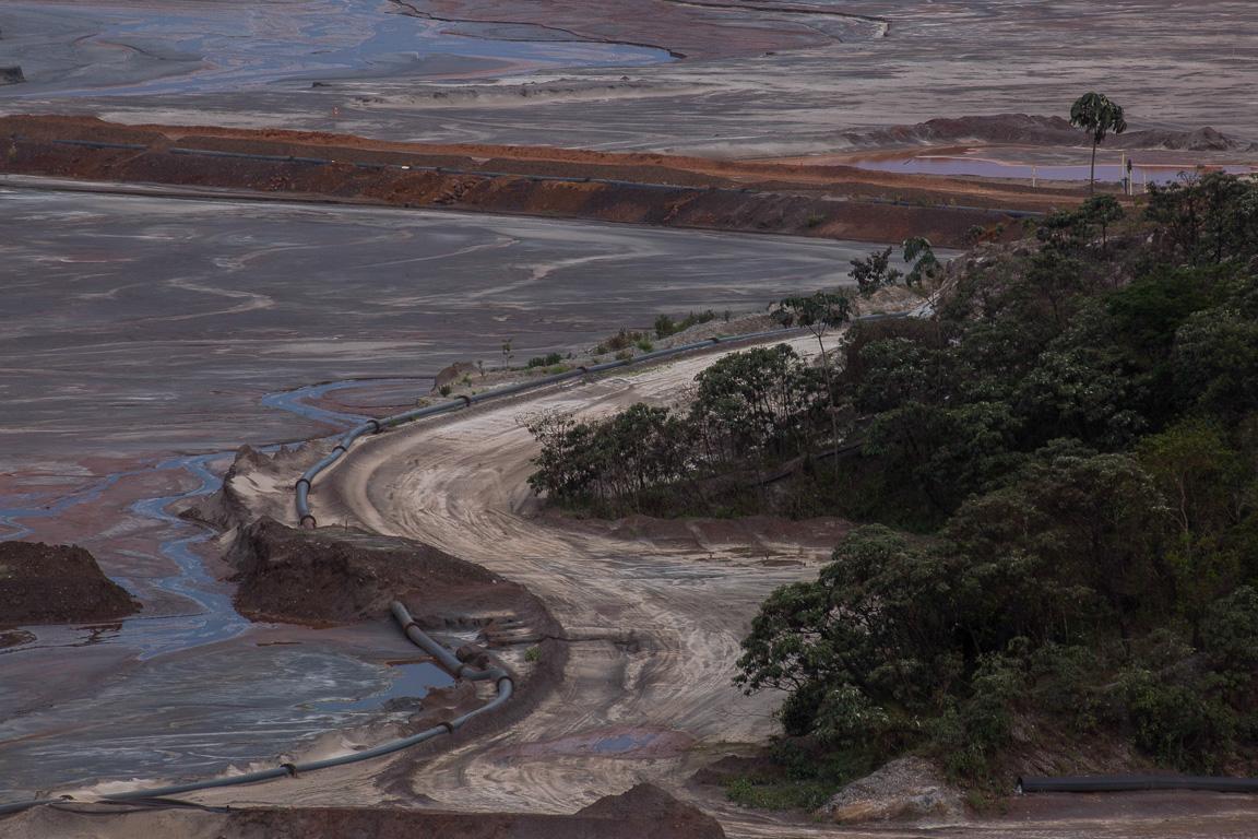 Barragem de Santarém que foi inundada após rompimento da barragem do Fundão.