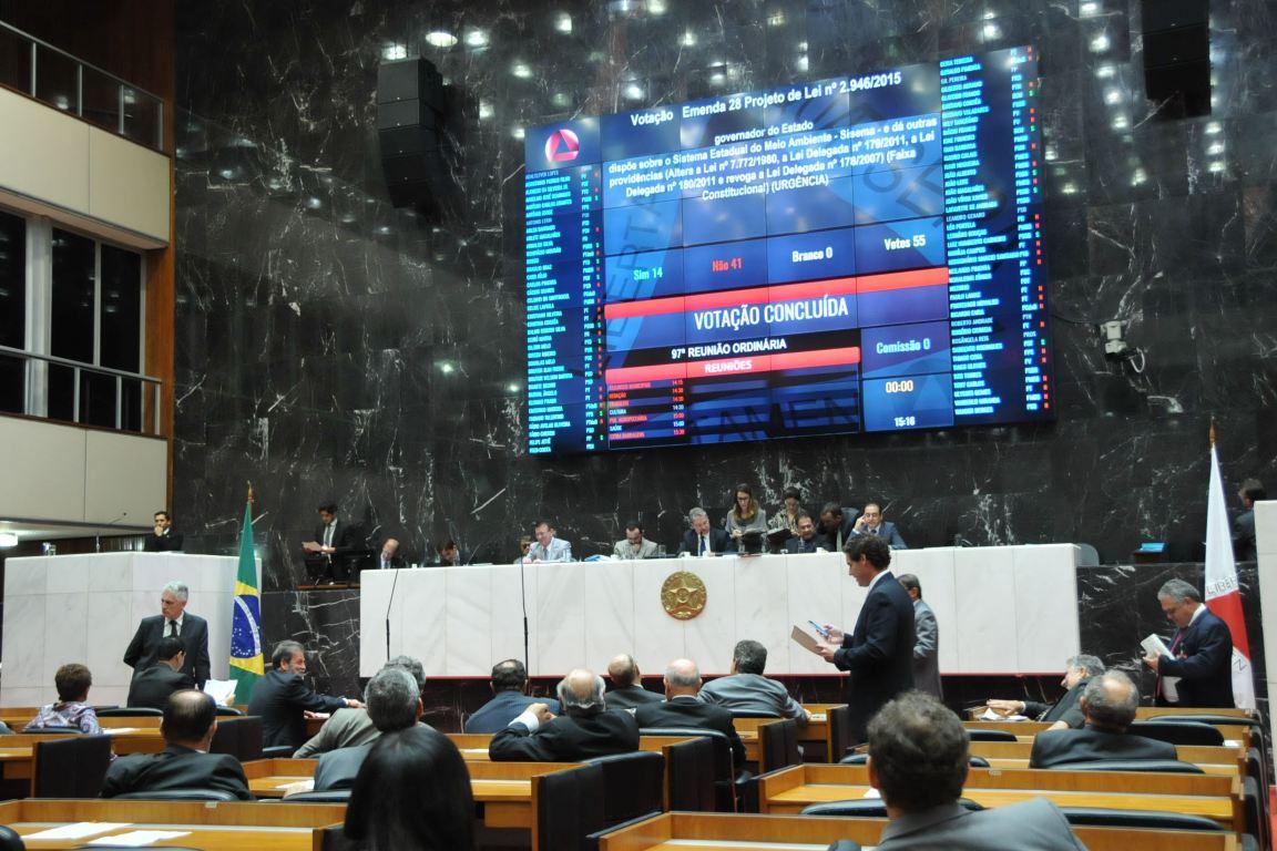 Assembleia de Minas aprova projeto que fragiliza licenciamento