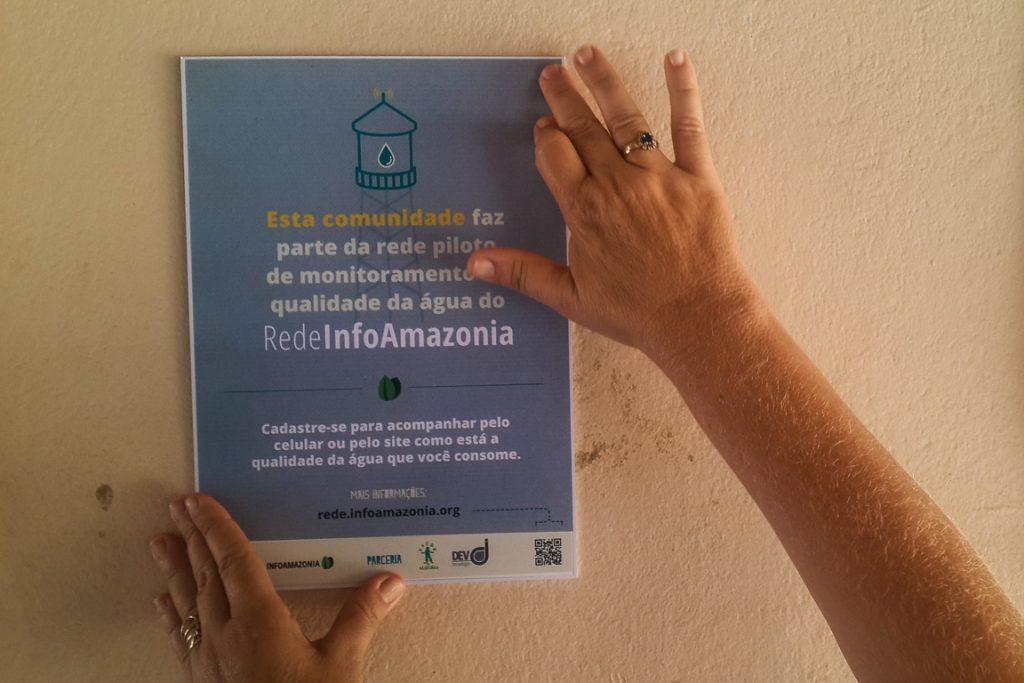 Cartazes afixados nas comunidades do Tapajós e nas vilas de Santarém e Belterra, onde foram instalados os sensores Mãe d´água. Crédito: InfoAmazonia