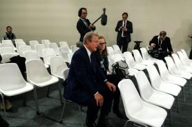 """Al Gore chega no final, com Le Bourget já deserto, para filmar a continuação de """"Uma verdade inconveniente"""". Foto: Claudio Angelo/OC"""