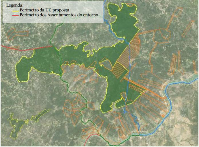 O perímetro da unidade de conservação. As linhas laranjas marcam os assentamentos existentes no local. O que está sobreposto nos limites do refúgio entraria como reserva legal dos assentamentos.