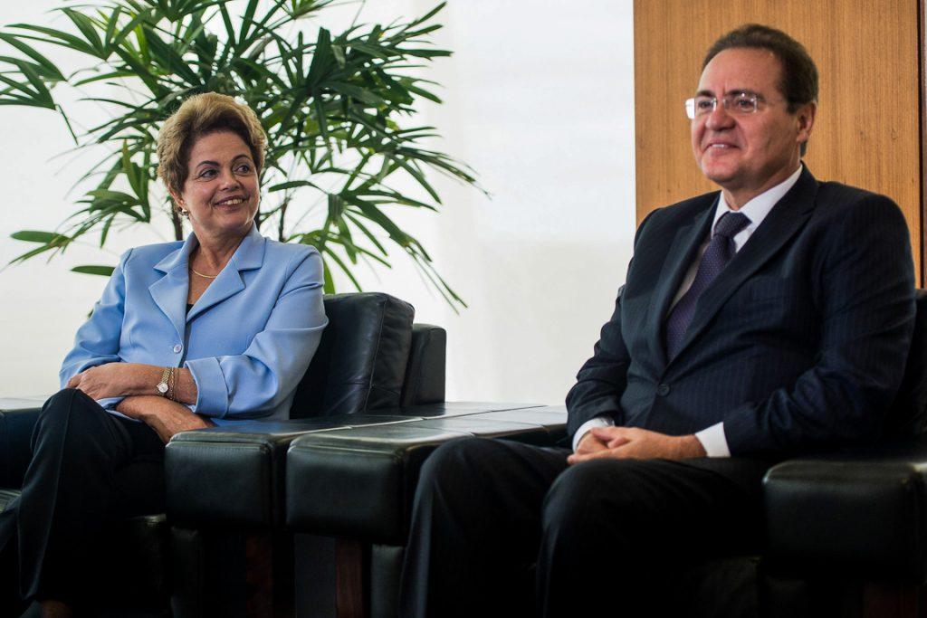 A Presidenta Dilma Rousseff recebe o presidente do Senado, Renan Calheiros, em reunião com senadores e ministros. Foto: Marcelo Camargo/Agência Brasil
