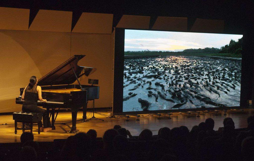 A pianista Salete Chiamulera interpreta Heitor Villa-Lobos em celebração pelos 30 anos da SPVS. Foto: Anderson Tomelim.