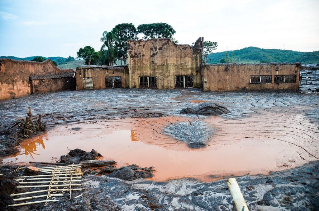 O distrito de Bento Rodrigues, em Mariana, foi devastado pela lama de rejeitos. Foto: Antonio Cruz/Agência Brasil.