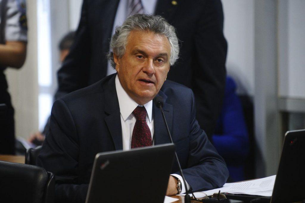 Projeto do senador Ronaldo Caiado (DEM-GO) que derruba lista vermelha está pronto pra ser votado na Comissão de Constituição e Justiça. Foto: Marcos Oliveira/Agência Senado.