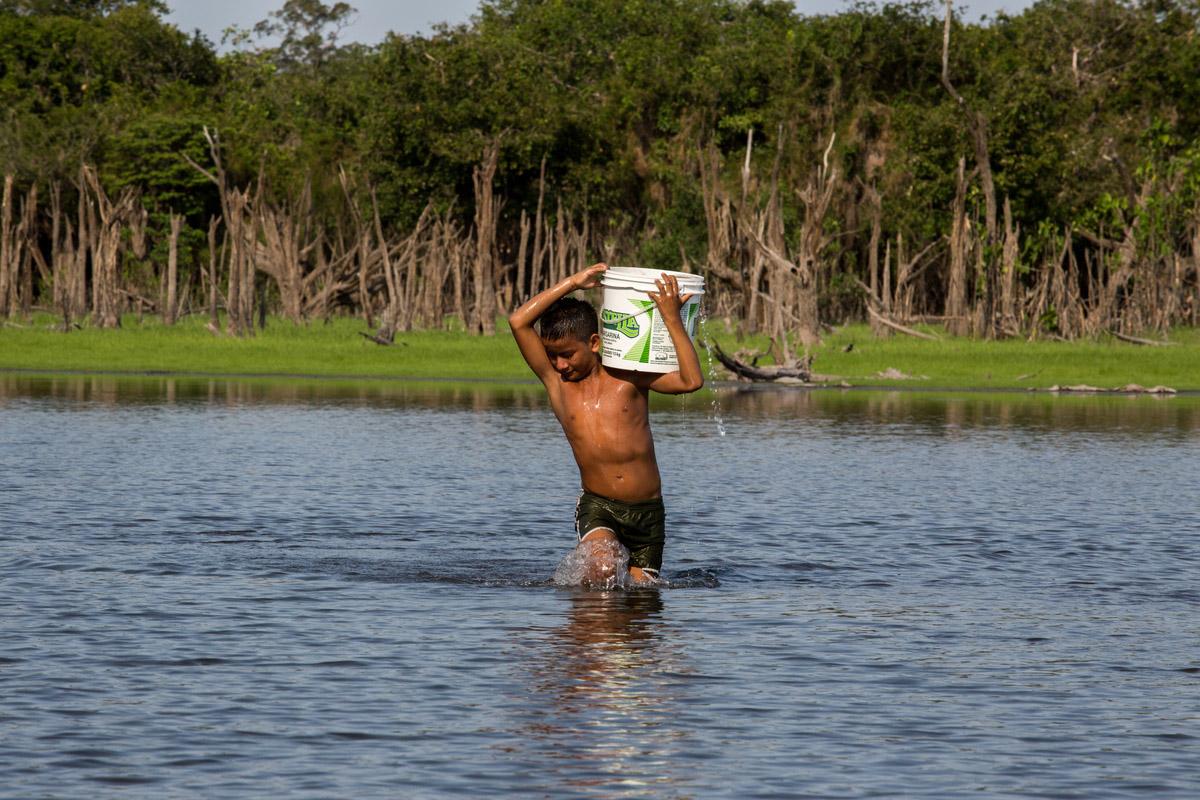 Comunidade de Maripá (Resex), sofrem com a falta de água. O lago é o único recurso para suprir necessidades. Com a seca dos igarapés e a baixa do Rio Tapajós prejudicam também o acesso.