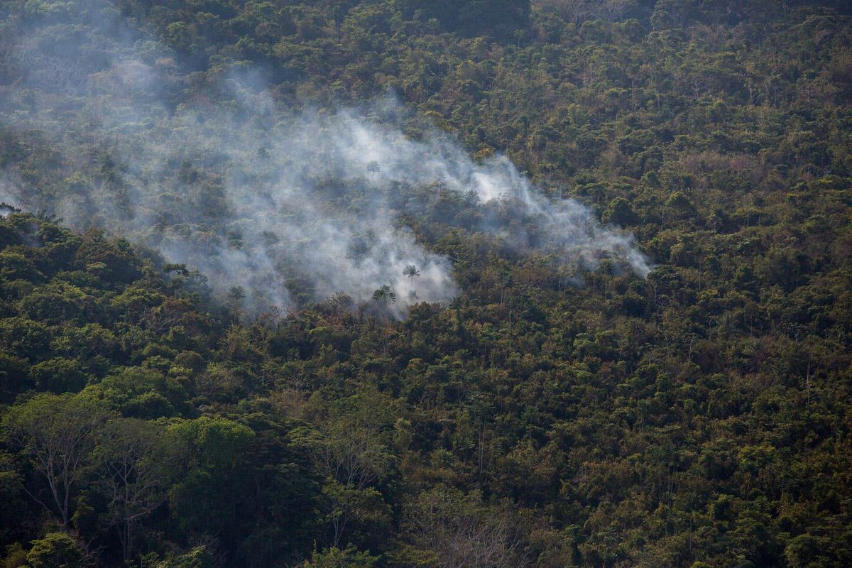 """Queimadas para abertura de campo de plantio de soja na regi""""o vizinha a Flona Tapajós. Parte das queimadas descontroladas passam para região controlada pelo ICMBio."""