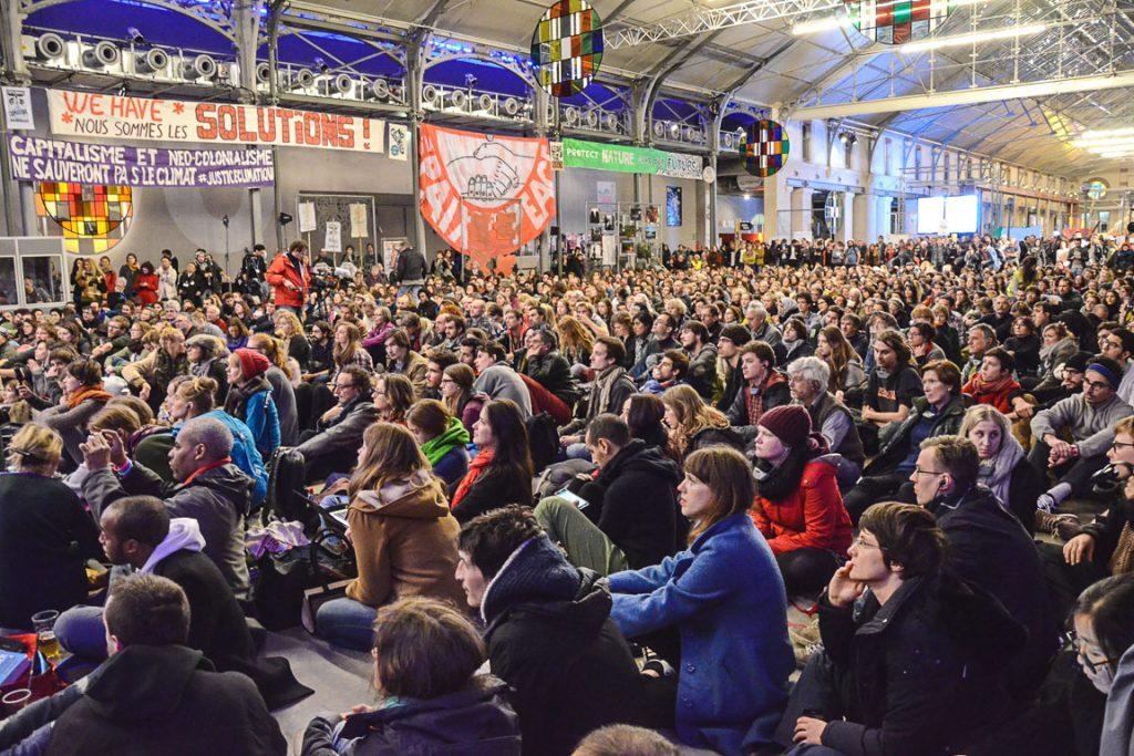 Assembleia de movimentos sociais de justiça climática realizada de maneira paralela à COP21, em Paris. Foto: Rosalux/Reprodução