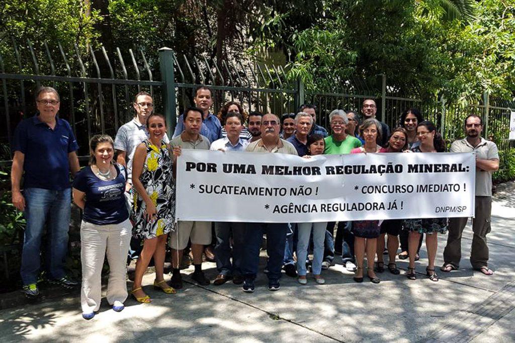 Mobilização de servidores da Superintendência do DNPM em São Paulo. Foto: Divulgação
