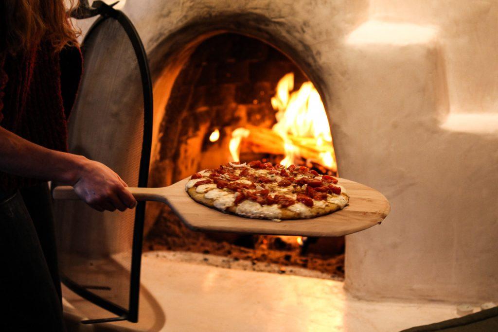 Queima de lenha em pizzaria contribui para a piora da qualidade do ar. Foto: Wikipédia