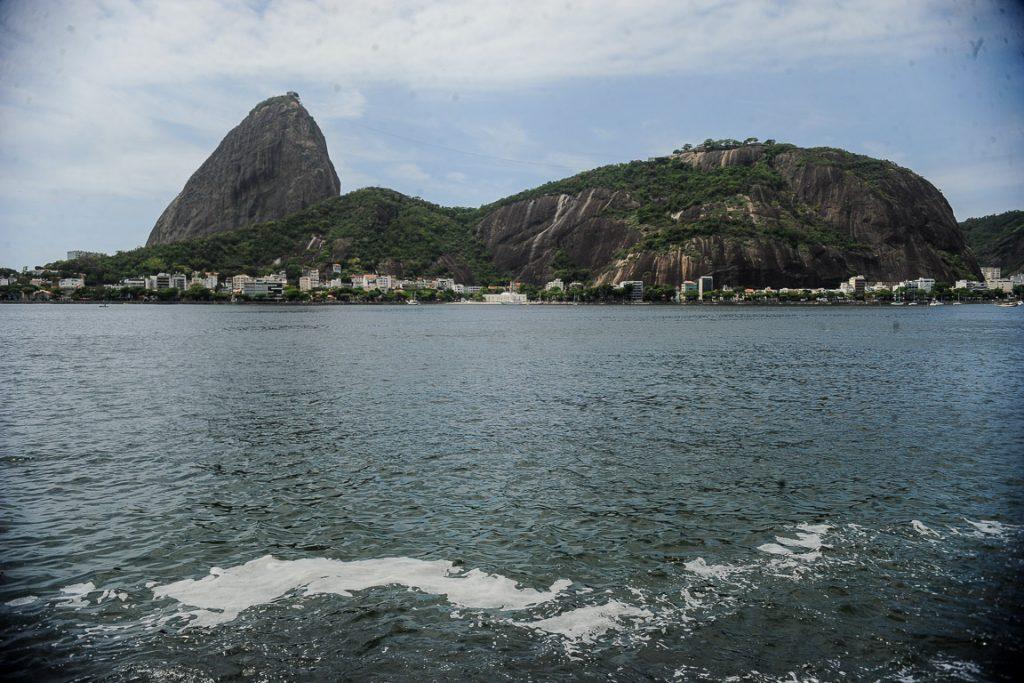Depois de 20 anos, programa de despoluição da Baía de Guanabara só atingiu 25% de tratamento. Foto: Tânia Rêgo/ Agência Brasil