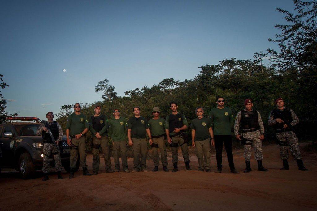 A equipe de oito fiscais viaja acompanhada de dois soldados da Força Nacional, para proteção. Foto: Marcio Isensee e Sá