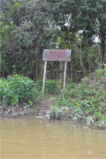 Placa de autodemarcação no Tapajós. Foto: Philip Fearnside.