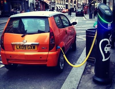 Carros elétricos poderão ser maioria em cidades ricas europeias. Foto: Mark Hillary/Flickr