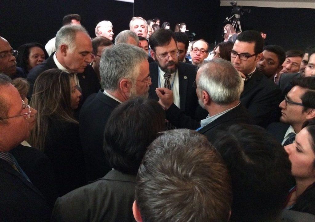 Negociadores tentam resolver diferenças no final da COP de Marrakesh. Foto: Claudio Angelo/OC.