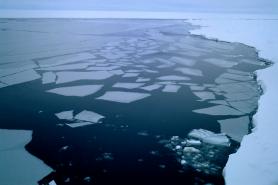 Gelo marinho se rompe na Antártida. Foto: Ted Scambos/NSIDC