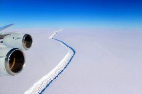 A rachadura na plataforma de gelo Larsen C, fotografada em novembro de 2016 de um avião de pesquisas da Nasa . Foto: John Sonntag/IceBridge/GSFC.
