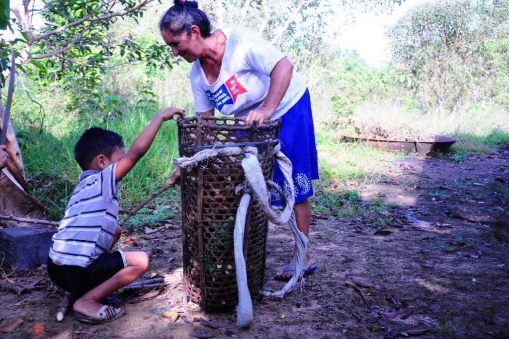Cestos de ambé, uma planta local, são usados pelos ribeirinhos para transporte de mandioca da roça para casas de farinha. Foto: Ítala Nepomuceno/MPF (jul. 2015).