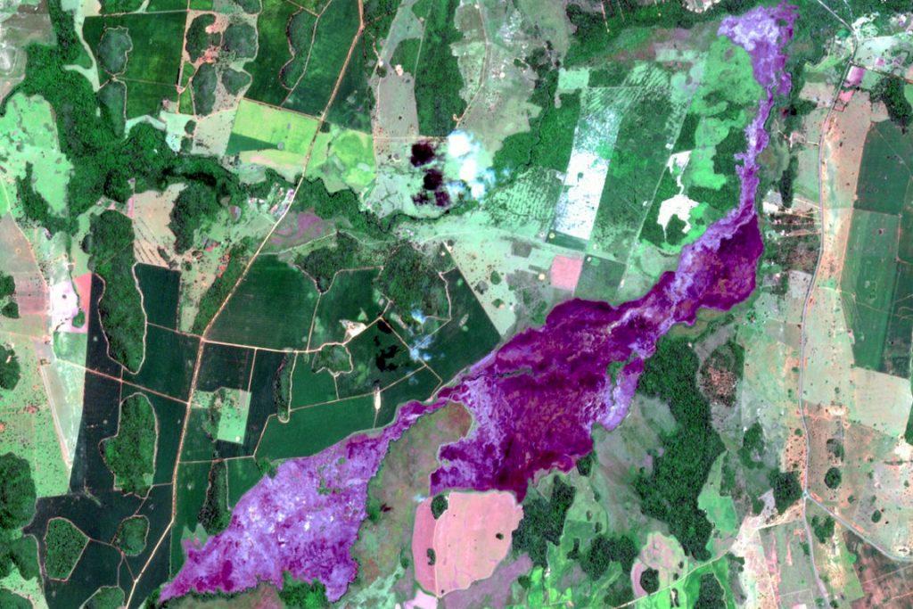 Técnicos do Núcleo de Geoprocessamento de Bonito traçaram polígono a partir da imagem do satélite e calcularam que o fogo devastou aproximadamente 880 hectares.Imagem: NUGEO Bonito.