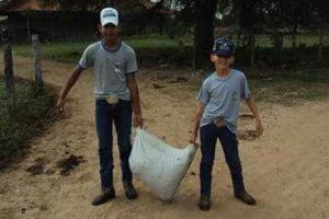 Alunos envolvidos no Viveiro Educador. Foto: Divulgação/ParaTudo