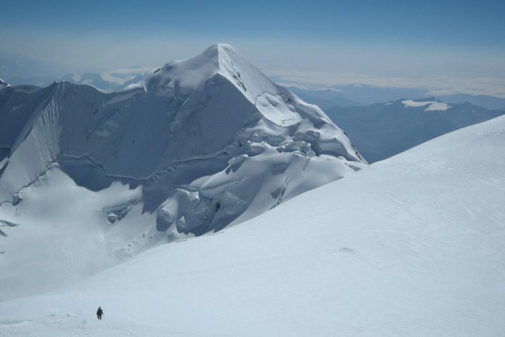 Geleira do Monte Illimani, na Bolívia, que será amostrada por brasileiros em junho. Foto: Patrick Ginot/IRD.