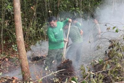 Foto: Servidores do SEMA em ação contra queimadas. Arquivo SEMA-AM.