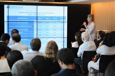 O pesquisar Emilio Lèbre La Rovere, do COPPE/UFRJ, apresenta o inventário com as emissões de gases de efeito estufa do Rio de Janeiro. Divulgação: Coppe/UFRJ.
