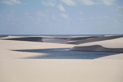 Ao fundo, o horizonte azul mostra que o oceano não está distante. Foto: Duda Menegassi.