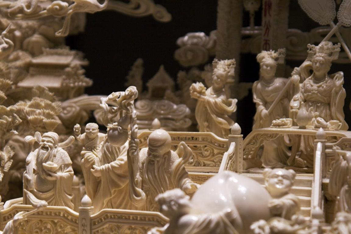 """O marfim é contrabandeado para fazer ornamentos nos países asiáticos, principalmente para a China, e também para atender """"colecionadores"""" norte-americanos. Foto: Matthias Rosenkranz/Flickr."""