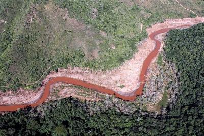 A IUCN desempenhará o papel de estabelecer uma nova referência para a recuperação do rio, totalmente destruído pela lama. Acima, foto aérea feita em julho de 2016, sete meses após a tragédia. Foto: Felipe Werneck - Ascom/Ibama.