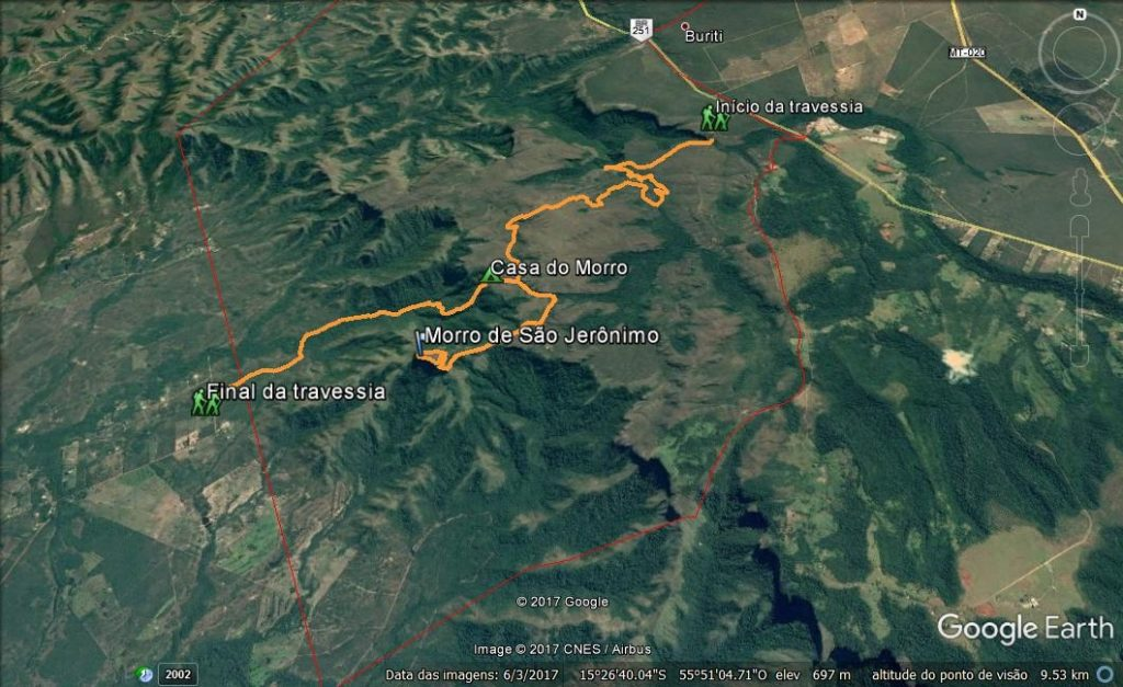 O caminho de 23km percorrido nos dois dias de travessia, com a subida ao Morro de São Jerônimo. Em vermelho, os limites do parque.