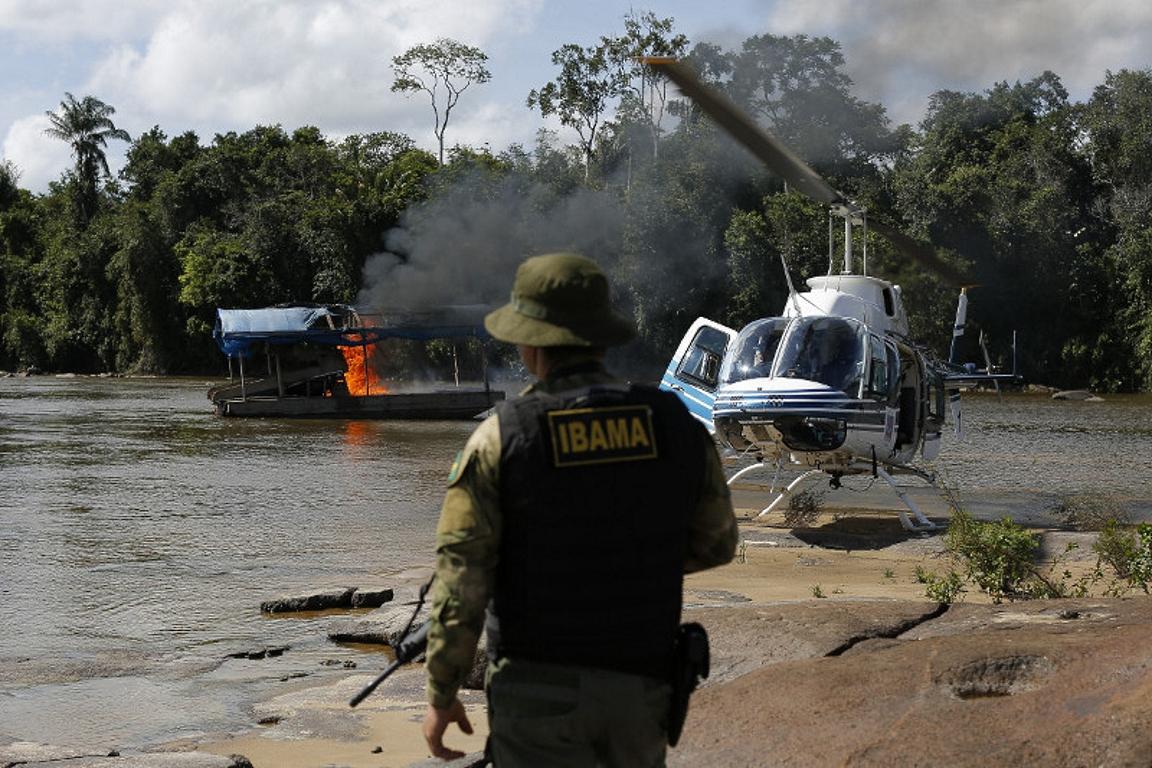 Operação de combate à exploração ilegal de ouro na terra indígena Yanomami, realizada em abril de 2016. Servidores estavam a caminho de mais uma operação de combate à mineração ilegal na Terra Indígena quando ocorreu o acidente. Foto: Ibama.