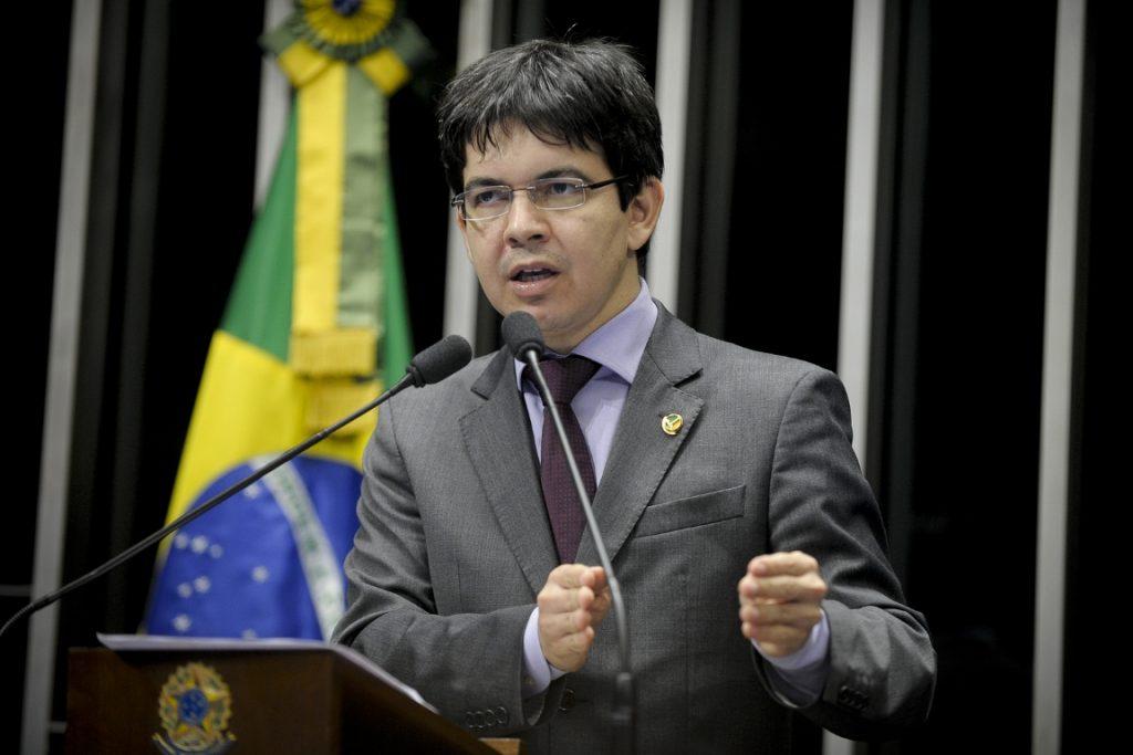 O senador Randolfe Rodrigues (Rede-AP) apresentou decreto legislativo que susta o decreto do presidente Michel Temer que abre uma área do Pará e do Amapá para a mineração. Foto: Moreira Mariz/Agência Senado.