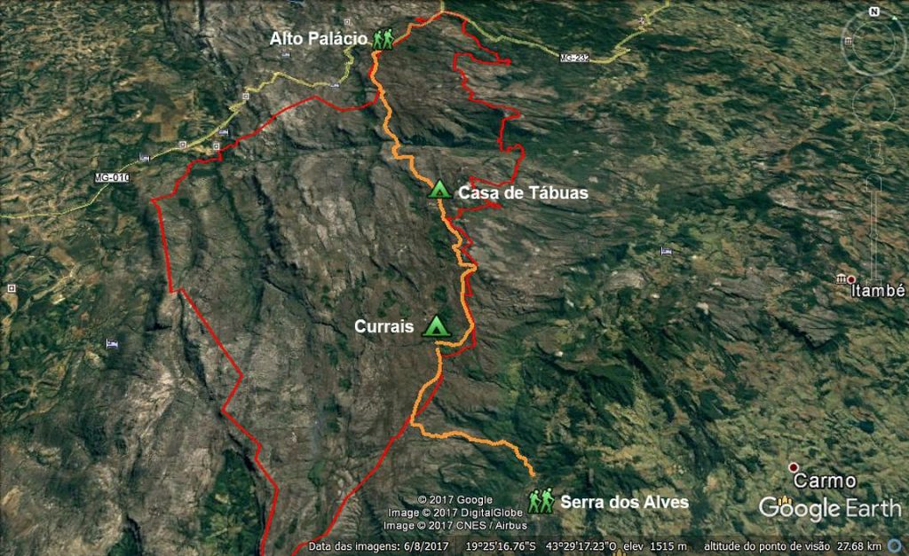 O caminho de 40 km percorrido nos três dias de travessia, com os pontos de pernoite. Em vermelho, os limites do parque.