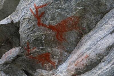 Pinturas rupestres são um atrativo inesperado na travessia. Foto: Duda Menegassi.