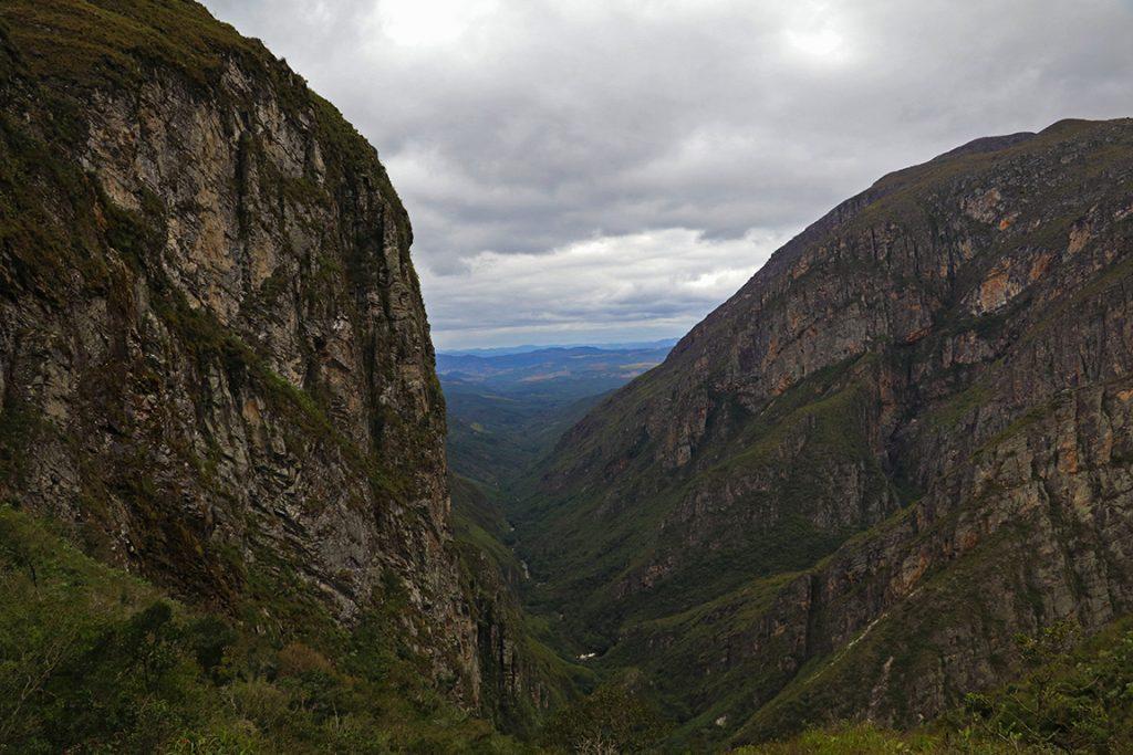 O impressionante Vale do Travessão. Foto: Duda Menegassi.
