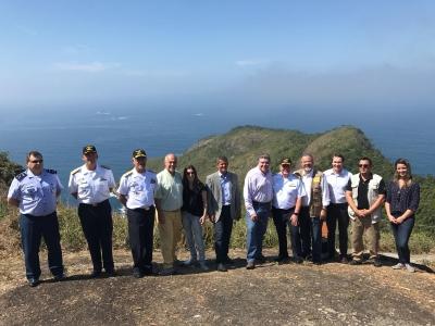A comitiva oficial: autoridades da Defesa, Marinha, do Meio Ambiente e do ICMBio celebram Alcatrazes. Foto: Ascom/ICMBio.