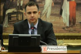 A coalizão Pró Unidades de Conservação entregou ao deputado Rodrigo Pacheco (PMDB/MG), presidente da Comissão de Constituição e Justiça (CCJ), carta repúdio ao projeto de lei 3.751/2015. Foto: PMDB Nacional/Flickr.